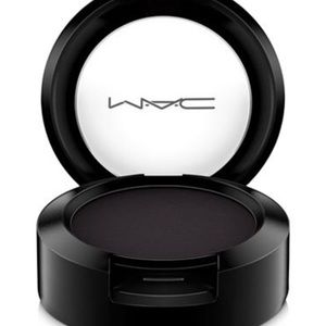 """Mac Eyeshadow-Carbon Matte color """"New"""""""